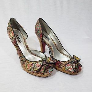 EUC Unlisted size 8 patterned heals